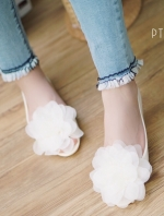 รองเท้าคัทชูสีขาวดอกขาว เนื้อซิลินโคน เว้าข้าง แต่งดอกยักษ์ งานนำเข้า ใส่สบายไม่กัดเท้าค่ะ