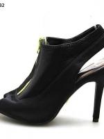 รองเท้าส้นสูงสีดำ นำเข้าเกรดเอ วัสดุทำจากผ้ายืด คล้ายผ้าออกกำลังกาย จะทนมาก ทำความสะอาดง่าย สูง4.5 แนะนำ+1