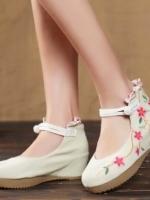 รองเท้าเท้าคัทชูสีครีม เสริมส้นเตารีด งานปัก ผ้าเเคนวาส ความสูง2.5นิ้ว เก็บหน้าเท้าดี ไม่เห้นร่องเท้า