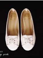 รองเท้าคัทชูสีขาว หน้าผูกเชือก ทรงsport วัสดุทำจากผ้าแคยวาส แมตได้หลายชุด ใส่สบาย ไม่ควรพลาด