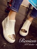 รองเท้าผ้าใบผู้หญิงสีขาว หุ้มข้อ หัวประดับแผ่นโลหะสีทอง ประดับคลิสตัล หรูหรา มีสไตล์ แฟชั่นเกาหลี แฟชั่นพร้อมส่ง