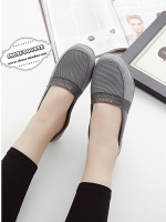 รองเท้าผ้าใบสีครีม รองเท้าเพื่อสุขภาพ พื้นยางอย่างดี น้ำหนักเบา สวมใส่ง่าย เป็นรุ่นที่แนะนำเลย