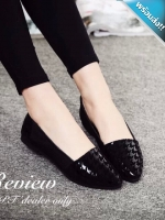 รองเท้าคัทชูส้นแบนสีดำ หัวแหลม ทรงทันสมัย สวมใส่สบายเท้า น่ารักดูดีมีไสตล์ แฟชั่นเกาหลี แฟชั่นพร้อมส่ง