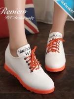 รองเท้าผ้าใบผู้หญิงสีขาว พื้นสีส้ม ทูโทน หนังPU เชือกผูกสีส้ม ทรงทันสมัย แฟชั่นเกาหลี แฟชั่นพร้อมส่ง