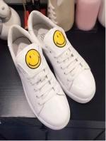 รองเท้าผ้าใบสีขาว งานน่ารักดีไซน์ เกร๋ๆ สินค้าจาก แบรนด์ ANYA HINDMARCH สีขาวน่ารักสไตส์คุณ คู่นี้จะแมทกับชุดไหน ก้อโอเคร หรือจะใส่เล่นกีฬา สูง2.5CM (no logo)