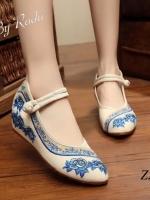 รองเท้าคัทชูสีน้ำเงิน สไตล์สวมพันข้อเท้า งานปักลวดลายดอกไม้ จากแดนจีน ซ่อนส้น ห่อผ้า ด้านใน1นิ้ว ผ้านิ่มมาก