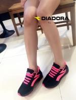 รองเท้าผ้าใบสีชมพู ลำลองส้นหนา DIADORA ทรงสวย ใส่สบาย ออกกำลังกายก็ฟิน เก๋ๆ อินเทรนสุดๆ น้ำหนักเบา สูงกำลังดี2นิ้ว