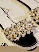 รองเท้าแตะสีดำ แบบสวมลำลอง GUERLAIN งานนำเข้า ประดับมุก เต็มด้านหน้า ประดับเพรชเม็ดเล็กซ้อนกับมุกเป็นเกษร สวยวิ้ง มากๆ