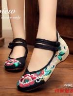 รองเท้าคัทชูปักสีดำ งานจีน ผ้าแคนวาส ปักลายดอกไม้ สินค้าเหมือนรูป100%