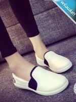 รองเท้าผ้าใบผู้หญิงสีขาว แถบสีดำ ส้นเตี้ย แบบสวม ใส่ลำลอง สวมใส่สบายเท้า ทรงทันสมัย แฟชั่นเกาหลี แฟชั่นพร้อมส่ง