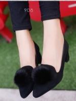 รองเท้าคัทชูส้นสูง หัวแหลม แต่งขนมิ้งค์ (สีดำ)