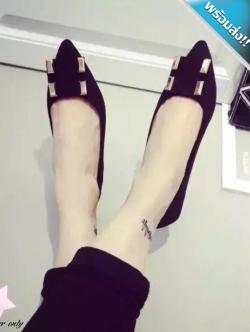 รองเท้าคัทชูส้นแบนสีดำ หนังสักราจ หัวแหลม แต่งอะไหล่เหลี่ยม ทรงสุภาพ น่ารักๆ แฟชั่นเกาหลี แฟชั่นพร้อมส่ง