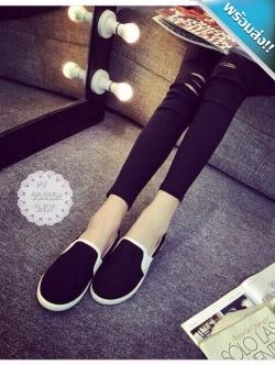 รองเท้าผ้าใบผู้หญิงสีดำ แถบสีขาว ส้นเตี้ย แบบสวม ใส่ลำลอง สวมใส่สบายเท้า ทรงทันสมัย แฟชั่นเกาหลี แฟชั่นพร้อมส่ง