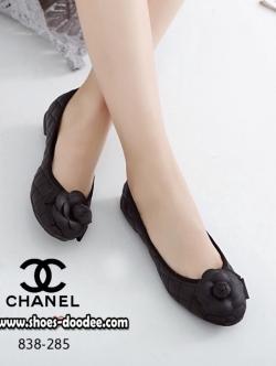 รองเท้าคัทชูสีครีม STYLE-CHANEL ทำจากหนังนิ่มด้านหน้าประดับดอกคามิเลีย ใส่นิ่มเดินสบาย ใส่แล้วดูดี เล็กกว่าปกติ