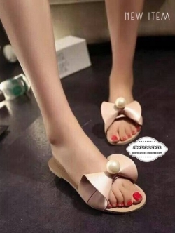 รองเท้าแตะสีชมพู ปักอะไหล่มุก หน้าคาดด้วยหนังpu ทรงกรวย เกร๋มากๆใส่ชิวๆแบบคุณหนูไฮโซ
