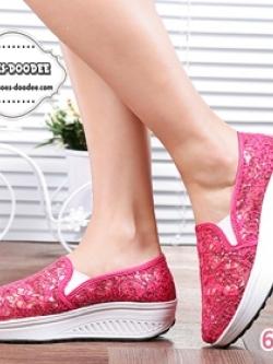รองเท้าผ้าใบเสริมส้นสีชมพูเข้ม สไตล์เกาหลี รุ่นฮิตขายดี วัสดุผ้าตาข่ายซีทรูลูกไม้ แฟชั่นเกาหลี แฟชั่นพร้อมส่ง