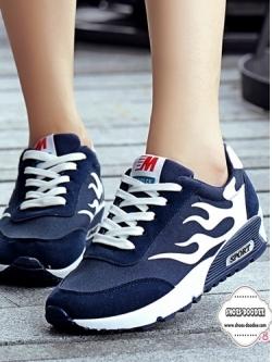 รองเท้าผ้าใบเสริมส้นสีน้ำเงิน สไตล์เกาหลี ทรงสวย สีสดร้อนแรงแต่งลายไฟ สวมคมโฉบเฉี่ยว