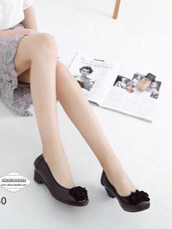 รองเท้าคัชชูสีดำ ทำจากหนังนิ่ม ขอบผ้ายางยืด ใส่แล้วยืดหยุ่นตามเท้า ด้านหน้าอะไหล่อย่างดี สูง2นิ้ว