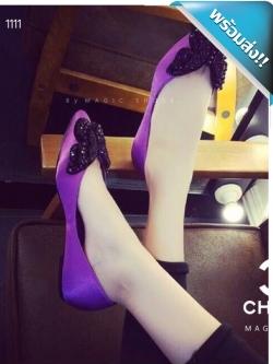 รองเท้าคัชชูผู้หญิงสีม่วง หัวแหลม ส้นเตี้ย Chanel งานคริสตัสรูปผีเสื้อ งานสวยๆ เล่อค่าสุดๆ
