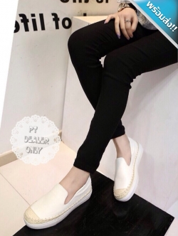 รองเท้าผ้าใบผู้หญิงสีขาว พื้นสีขาว ทูโทน หนังและเชือกสาน แบบสวม รับน้ำหนักได้ดี แฟชั่นเกาหลี แฟชั่นพร้อมส่ง