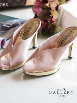 รองเท้าส้นสูงสีครีม แบบสวมหน้าผีเสื้อ วัสดุหนังผ้าซาตินที่มีคุณสมบัติให้ความมันเงาแวววาว สวยให้ลุคไฮสุดๆ