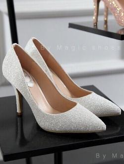 รองเท้าคัชชูส้นเข็มสีขาว งานนำเข้า100% collectioใหม่จาก luxury-vintage งานสวยค่ะ ทำจากหนัง กากเพรชสีสันหวานๆ สูง3.5นิ้ว