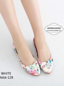 รองเท้าคัชชูสีดำ ที่เห็นแล้วLikeเลย ทำจากผ้าซาติน ลายดอกไม้น่ารักๆ มาพร้อมส้นพื้นยางหนา ทรงสวย