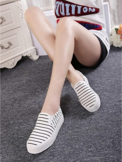 รองเท้าผ้าใบสีขาว รองเท้าผ้าใบไร้เชือก วัสดุทำจากผ้าที่มีความนุ่มลายทาง เสริมพื้น1นิ้ว