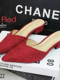รองเท้าส้นเตี้ยหัวแหลมเปิดหน้าเท้าคอวี (สีแดง)