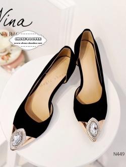 รองเท้าคัชชูส้นสูงสีดำ หัวแหลม งานนำเข้า100% งานสวยๆจาก Nina-Ricci หนังกำมะยี่ ปะตรงหัวด้วยอะไหล่ติดเพรช สูง2.5นิ้ว
