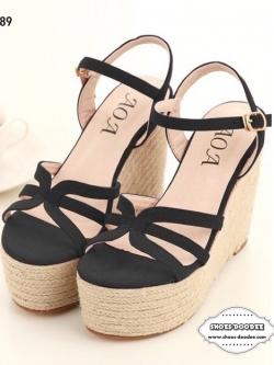 รองเท้าส้นเตารีดสีดำ งานนำเข้า ส้นหวาย สูง5นิ้ว ทำจากหนังสักราจ เสริมหน้าเดินแล้วไม่เมื่อย