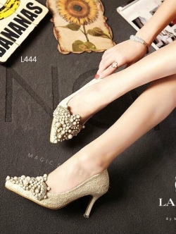 รองเท้าคัชชูส้นสูงสีครีม ลูกไม้ งานหรูๆจาก Lanvin บุด้วยผ้าลูกไม้นิ่ม แต่งมุก ริสตัสสวยมาก สูง2นิ้ว