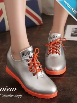 รองเท้าผ้าใบผู้หญิงสีเงิน พื้นสีส้ม ทูโทน หนังPU เชือกผูกสีส้ม ทรงทันสมัย แฟชั่นเกาหลี แฟชั่นพร้อมส่ง