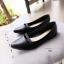 รองเท้าคัทชูส้นเตี้ย หัวแหลม แต่งสายคาด (สีดำ ) thumbnail 3