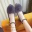 รองเท้าคัทชูส้นเตี้ย หนังกลับ แต่งขนมิ้ง (สีเทา) thumbnail 3