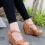 รองเท้าส้นเตารีด ส้นโอ่ง แบบตะขอเกี่ยว (สีน้ำตาล ) thumbnail 1