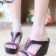 รองเท้าส้นเตารีดทรงสวม เว้าข้าง เล่นสีทูโน (สีดำ )
