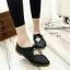 รองเท้าคัทชูส้นเตี้ย หัวแหลม แบบผูกเชือก (สีดำ ) thumbnail 3