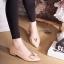 รองเท้าคัทชูหัวแหลม ติดอะไหล่V (สีครีม ) thumbnail 2