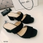 รองเท้าส้นสูงแบบสวม สายคาด2สาย หนังกลับ (สีดำ ) thumbnail 3