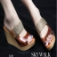 รองเท้าส้นเตารีด ไตล์CrezyStep ปั้มลายนูน (สีน้ำตาล )