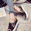 รองเท้าผ้าใบผู้หญิง ทรงLoafer แต่งขอบทอง (สีดำ) thumbnail 1