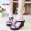 รองเท้าส้นเตารีดทรงสวม เว้าข้าง เล่นสีทูโน (สีดำ ) thumbnail 3