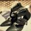 รองเท้าส้นสูงรัดข้อ หัวแหลม แต่งซิป (สีดำ )