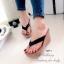 รองเท้าแตะส้นเตารีด ทรงคีบ ขอบหยัก (สีดำ ) thumbnail 2