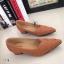รองเท้าคัทชู ส้นสูง หัวแหลม หน้าวี หนังซ้อน (สีแทน ) thumbnail 3