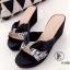รองเท้าส้นเตารีดแบบสวม แต่งลายเสือ (สีดำ )