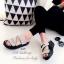 รองเท้าแตะทรงสวม สายไขว้ติดเพชร (สีเงิน ) thumbnail 3