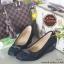รองเท้าคัทชูส้นเตารีด หัวตัด แต่งอะไหล่สีรมควัน (สีดำ ) thumbnail 2