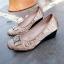 รองเท้าคัทชูส้นเตารีด หนังซาตินปักลาย (สีกากี ) thumbnail 2